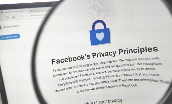 فيسبوك يعلن عن تغييرات وإجراءات جديدة لحماية بيانات المستخدمين من